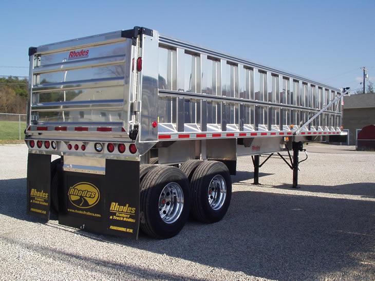 Conventional aluminum exterior post trailer, very shiny