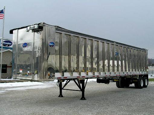 Aluminum walking floor trailer with conventional exterior post design